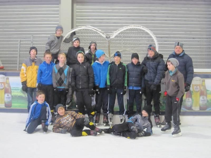 D-Jugend zur Winterfeier beim Schlittschuhlaufen